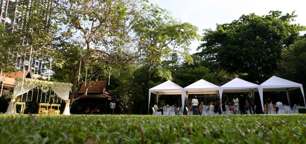จัดเลี้ยงงานแต่งงานในสวน กลางเมือง